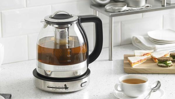 Varná konvice s čajovým sítkem a nastavitelnou teplotou